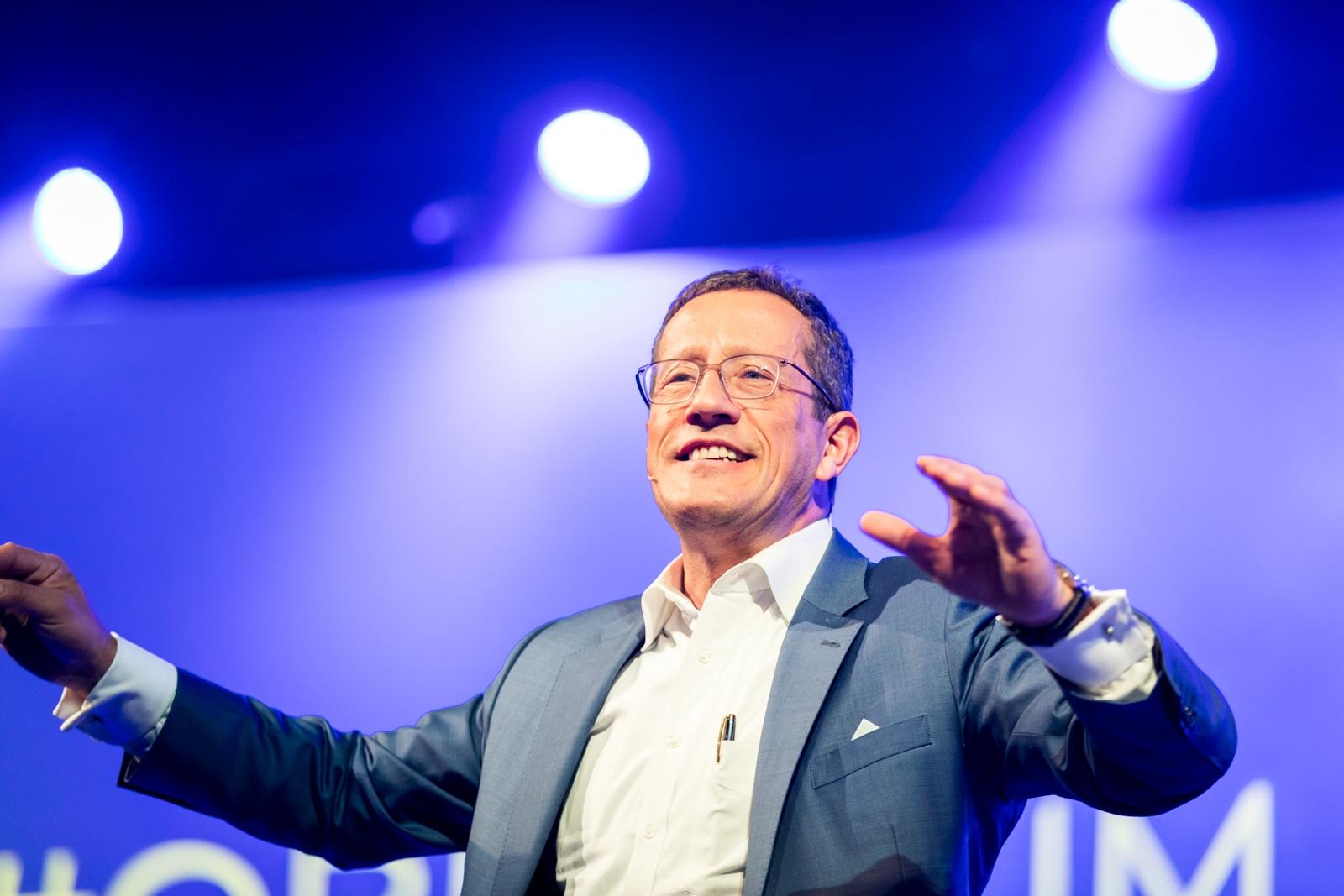 Richard Quest kommer 26. september: – Viktig å skape god business-forståelse blant vanlige mennesker